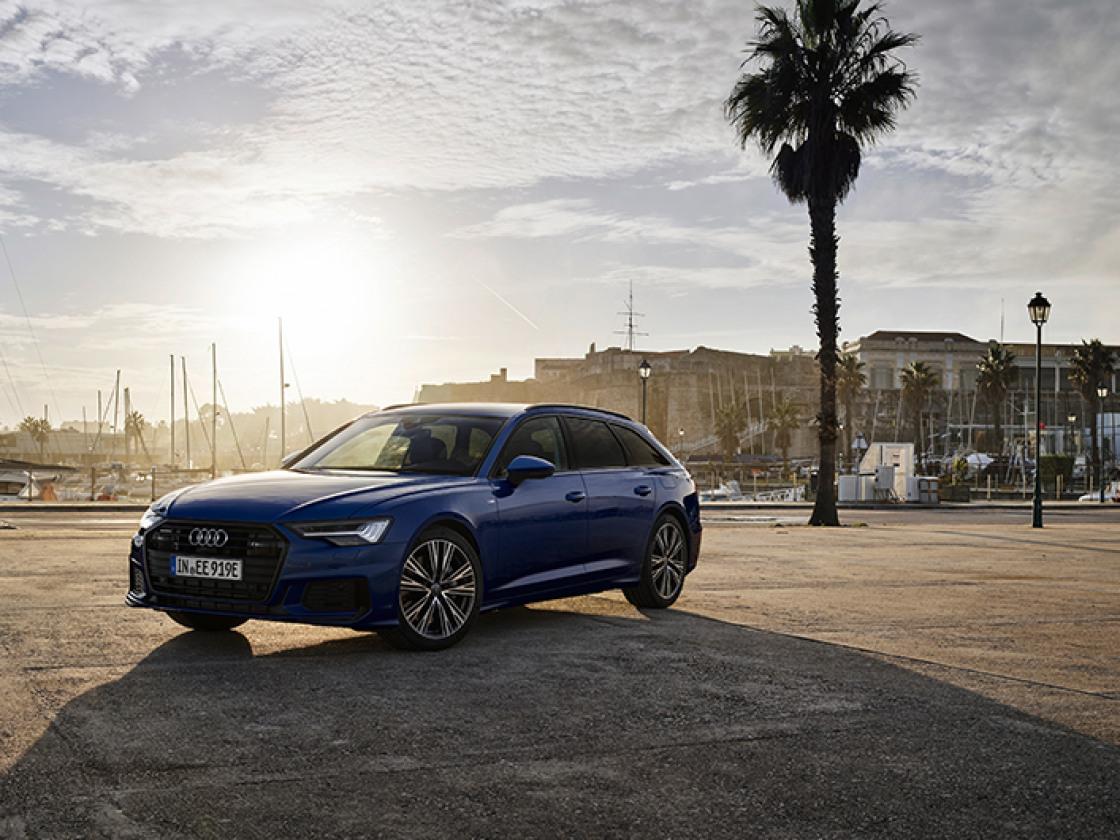 Blauwe Audi A6 Avant