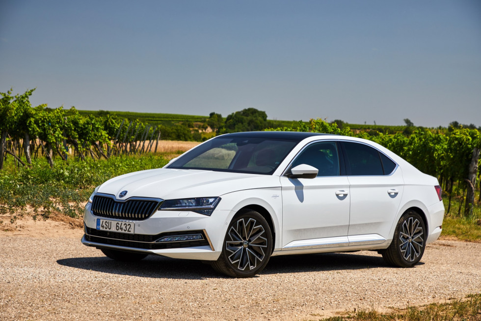 https://axynoohcto.cloudimg.io/crop/980x653/n/https://s3.eu-central-1.amazonaws.com/muntstad-nl/02/201909-skoda-superb-hatchback-19.jpg?v=1-0