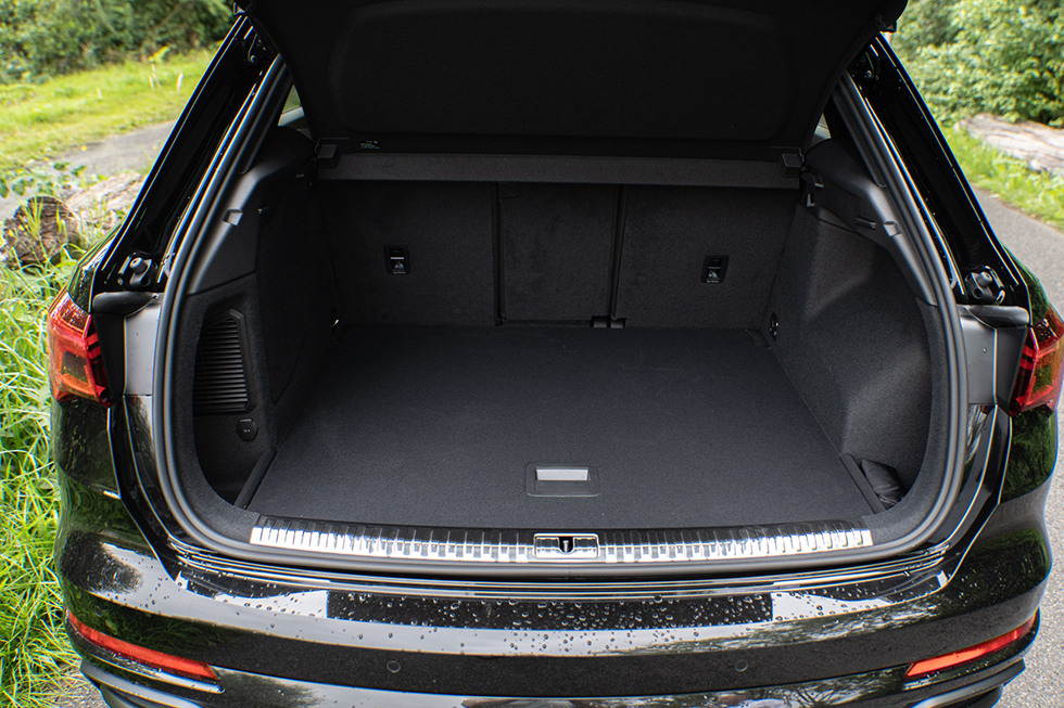 Audi-Q3-TFSIe-Muntstad-TM2