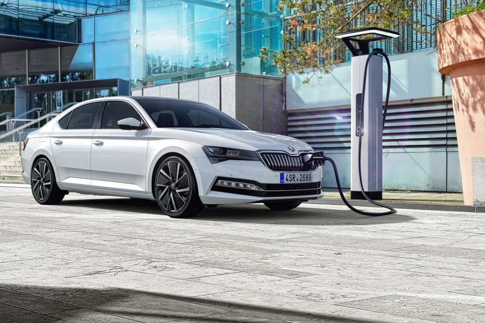 https://axynoohcto.cloudimg.io/crop/980x653/n/https://s3.eu-central-1.amazonaws.com/muntstad-nl/10/201909-skoda-superb-hatchback-22.jpg?v=1-0